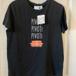 NWT Friends Pivot Pivot Pivot T-shirt, size S/M